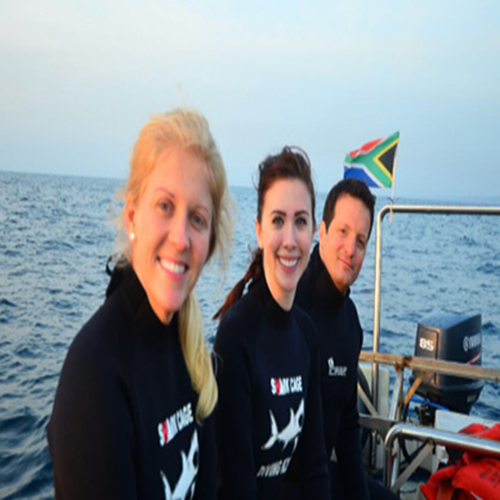 blog-crew-to-follow-elizabethe-shark dive